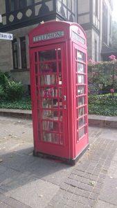 Bücherschrank - englische Telefonzelle an der Adenauerallee Bonn