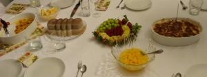 Unser Weihnachtsnachtisch: Créme Brûlée, Nougateis, frische Früchte und Tiramisu
