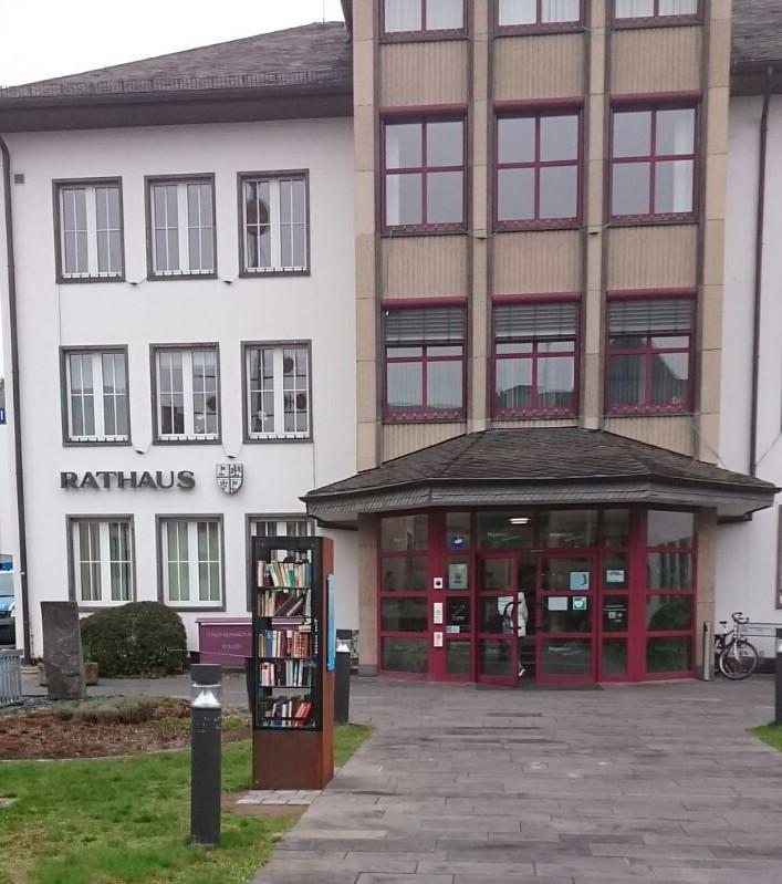 Bücherschrank in Mayen vor dem Rathaus