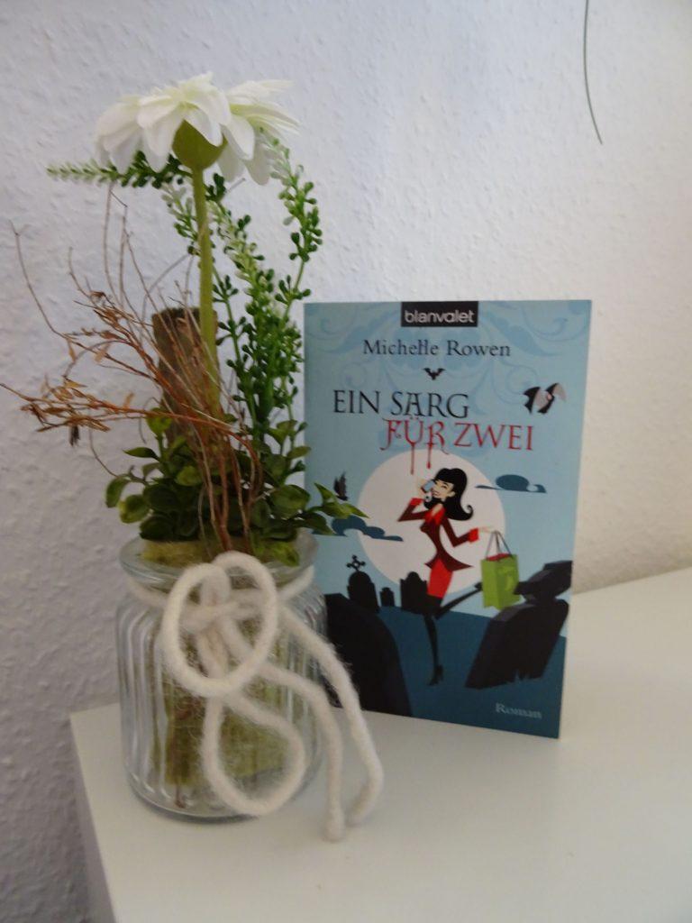 """Roman """"Ein Sarg für Zwei"""" von Michelle Rowen"""