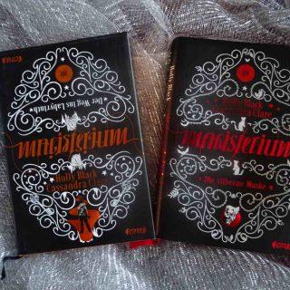 """Magisterium von Holly Black und Cassandra Clare links Band 1 """"Der Weg ins Labyrinth, rechts Band 4 """"Die silberne Maske"""""""