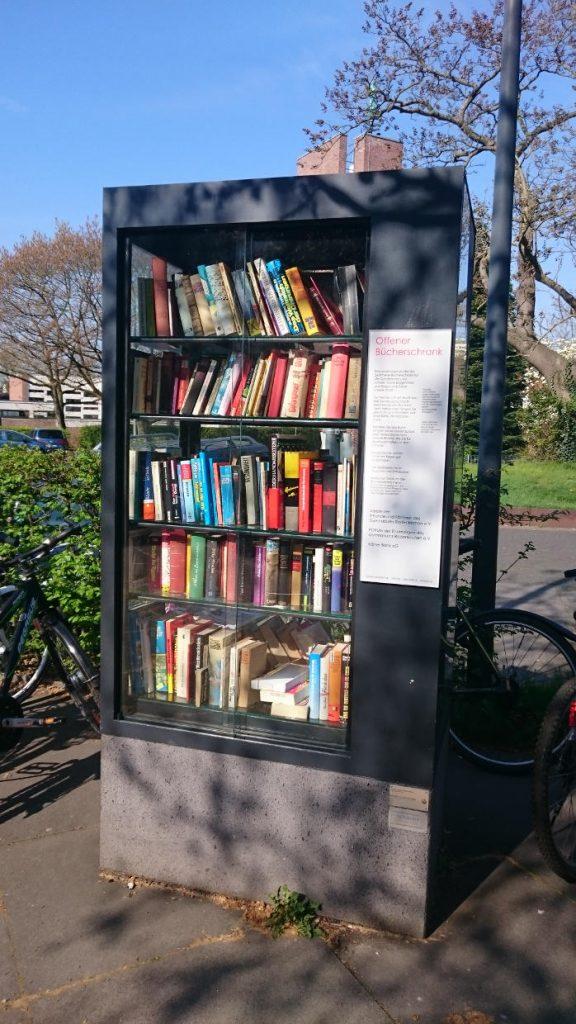 Bücherschrank am Gymnasium Rodenkirchen