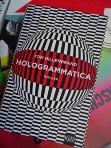 Vorsicht dieses Cover nicht zu lange anschauen! Hologrammatica von Tom Hollenbrand