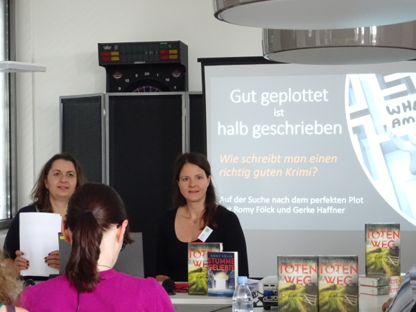 Autorin Romy Fölck mit ihrer Lektorin Gerke Haffner; Totenweg