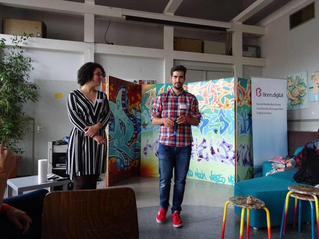 Aziza und Sascha von Bonn Digital beenden das FutureCamp18 im Haus der Jugend