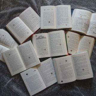 offene Bücher kleiner Komet