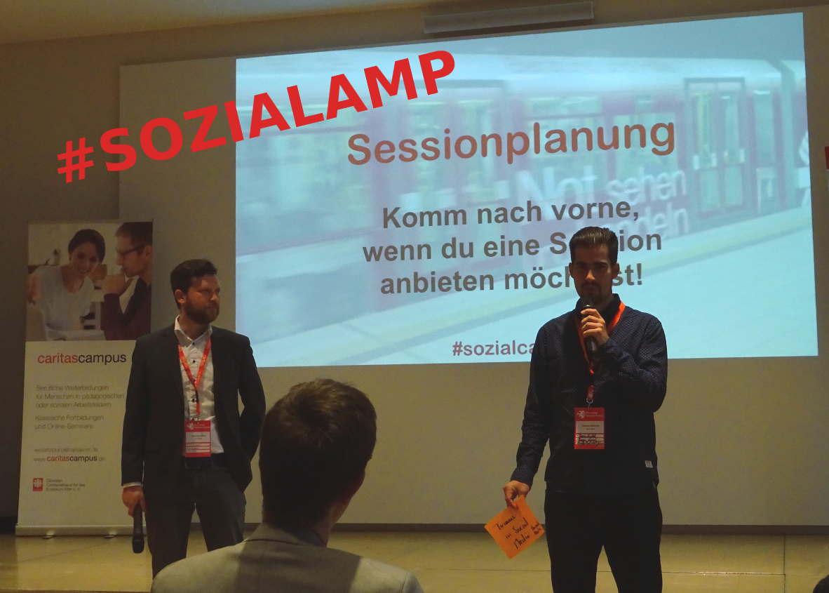 Johannes und Sascha von BonnDigital eröffnen die Sessionplanung an Tag 2 des #SOZIALCAMP