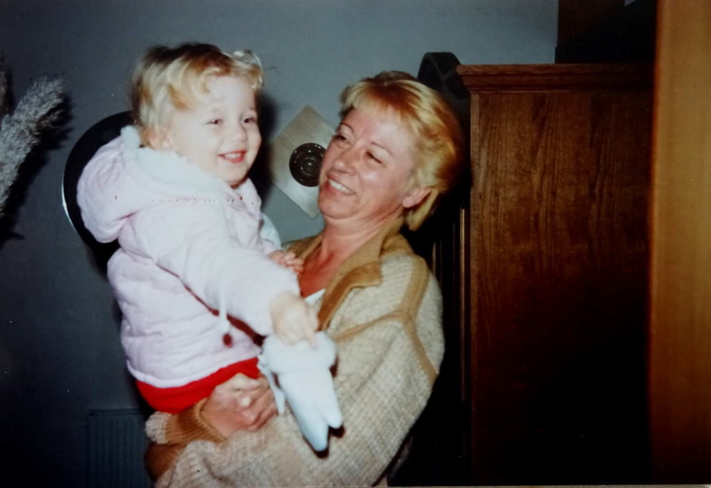Klein-Stephanie mit Oma Lore