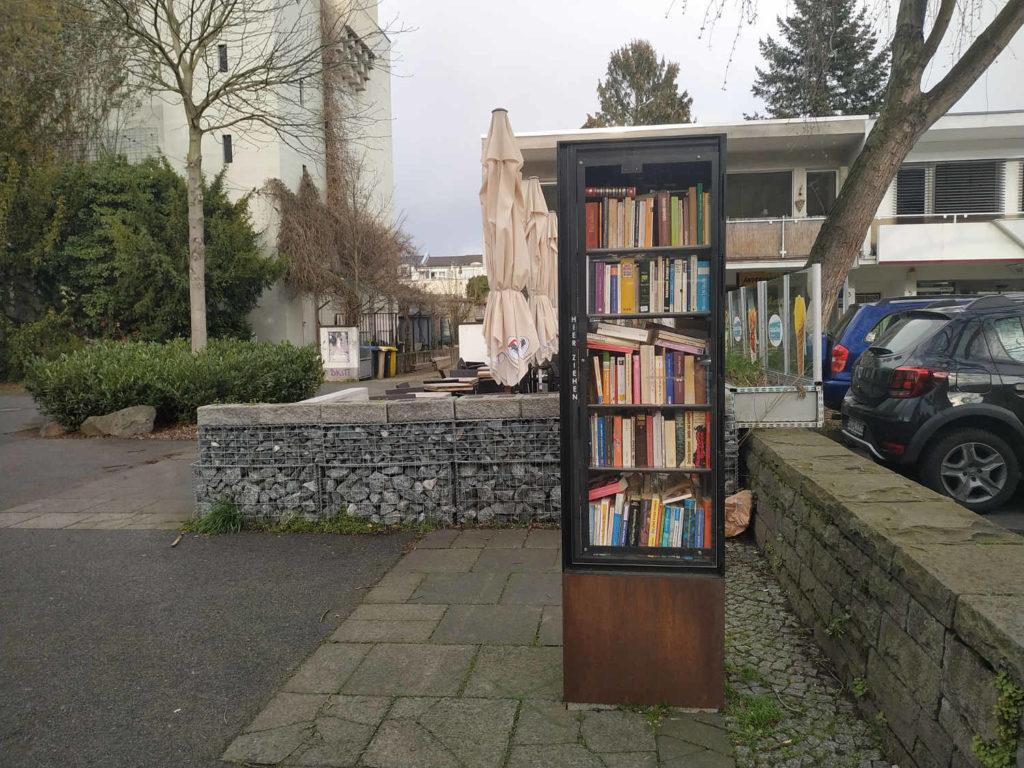 öffentlicher Bücherschrank in Bonn Dottendorf, Quiriniusplatz