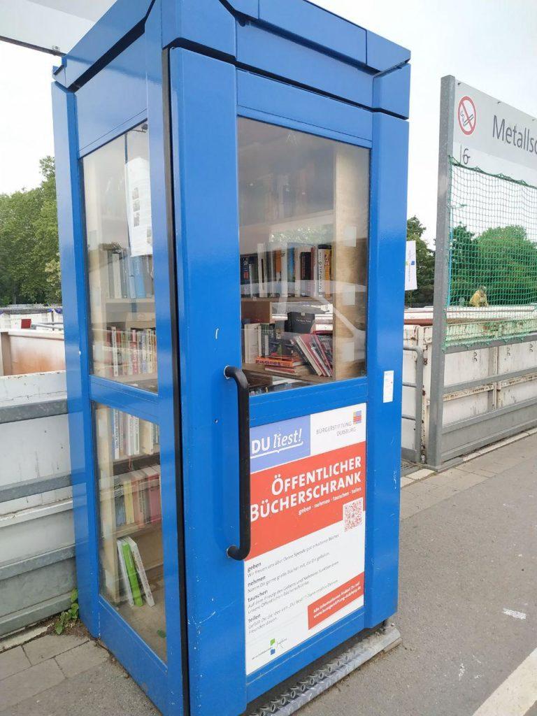 Bücherschrank an der Mülldeponie Duisburg