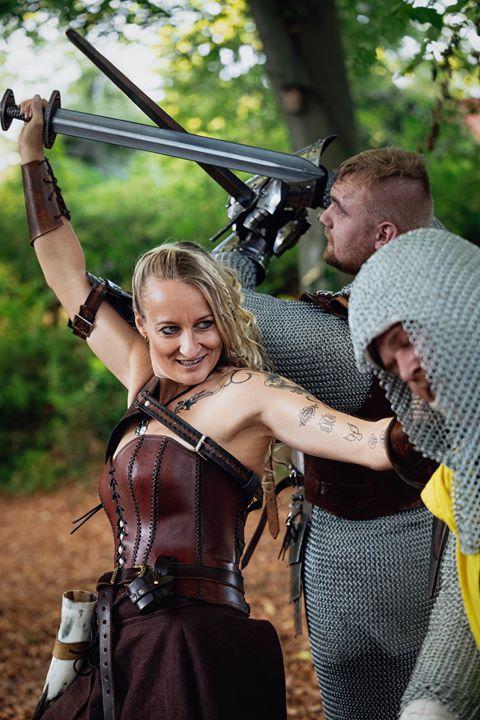 """Mira Valentin als """"Herja"""" beim Schwerttraining (c) Wustaphoto"""