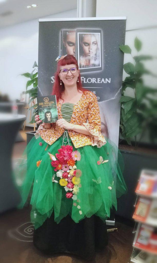 Sandra Florean im Waldfrauenkleid (c)
