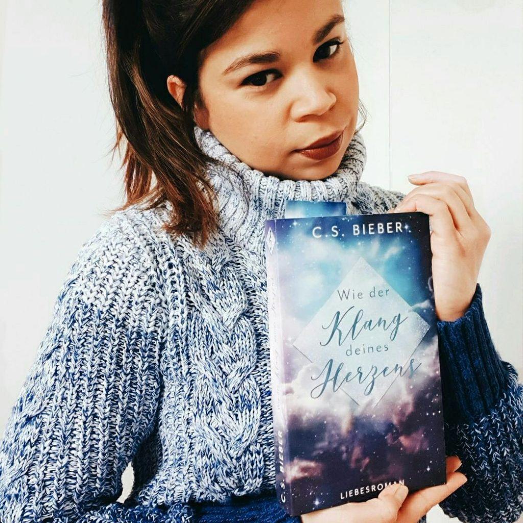 "C.S. Bieber mit ihrem Roman ""Wie der Klang deines Herzens"" (c)"
