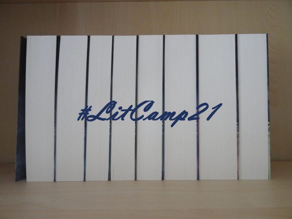 #Litcamp21 Schriftzug über Büchern
