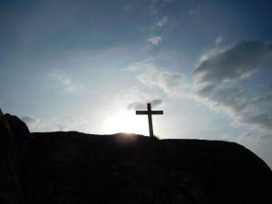 Kreuz auf Bergkuppe