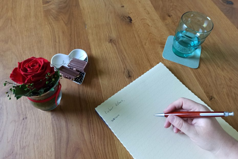ein Brief wird geschrieben